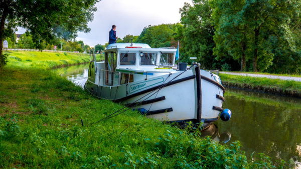 """Hausbootferien 2017, St-Léger-sur-Dheune - Louhans-Canal du Centre. Halt im Grünen bei """"Santenay"""""""