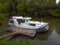 "Hausbootferien 2017, St-Léger-sur-Dheune - Louhans-Vor einer Schleuse auf der ""La Seille"""