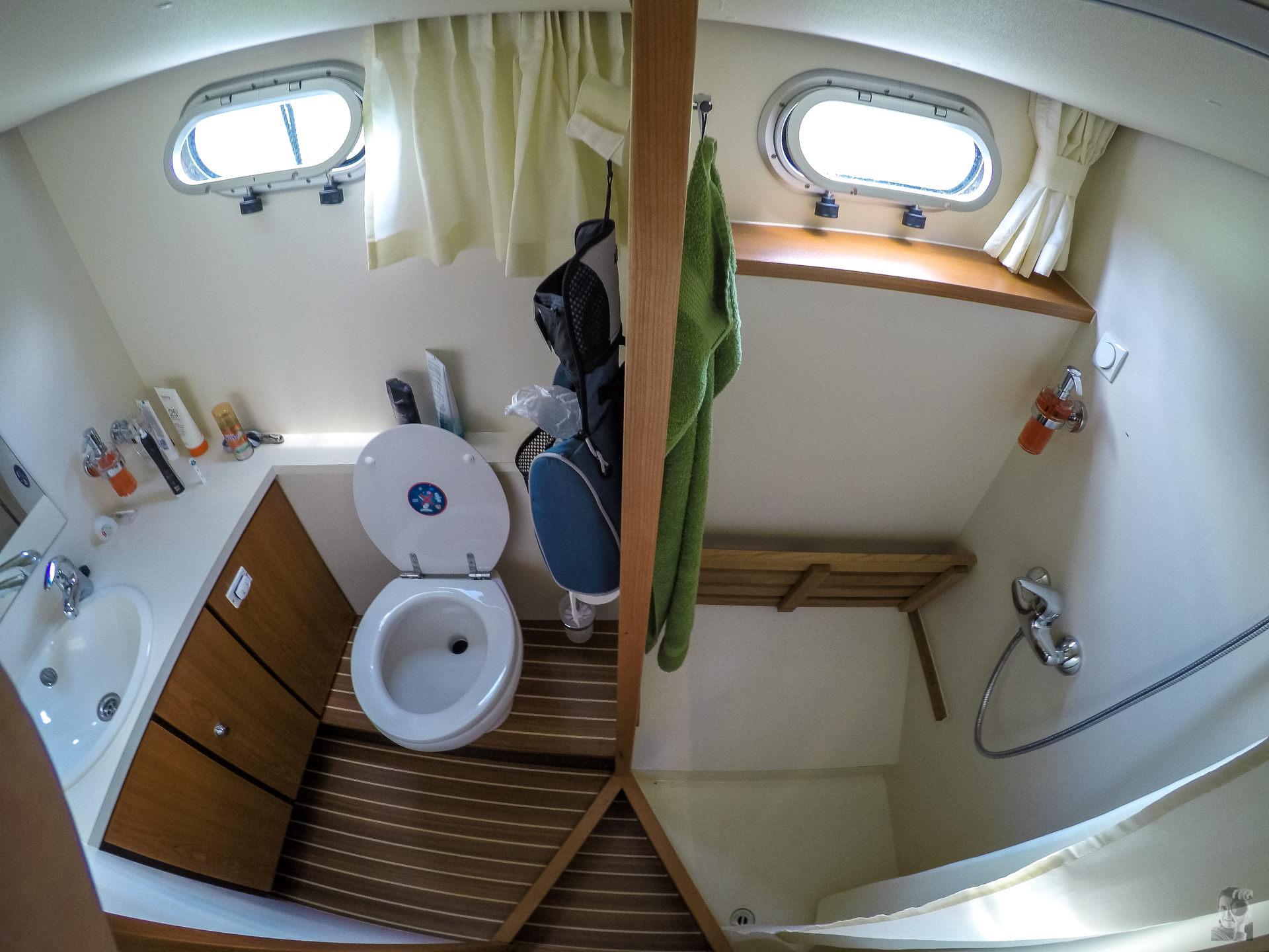 Hausbootferien 2015, Briare-LINSSEN Grand Sturdy 34.9, Achter WC und Dusche