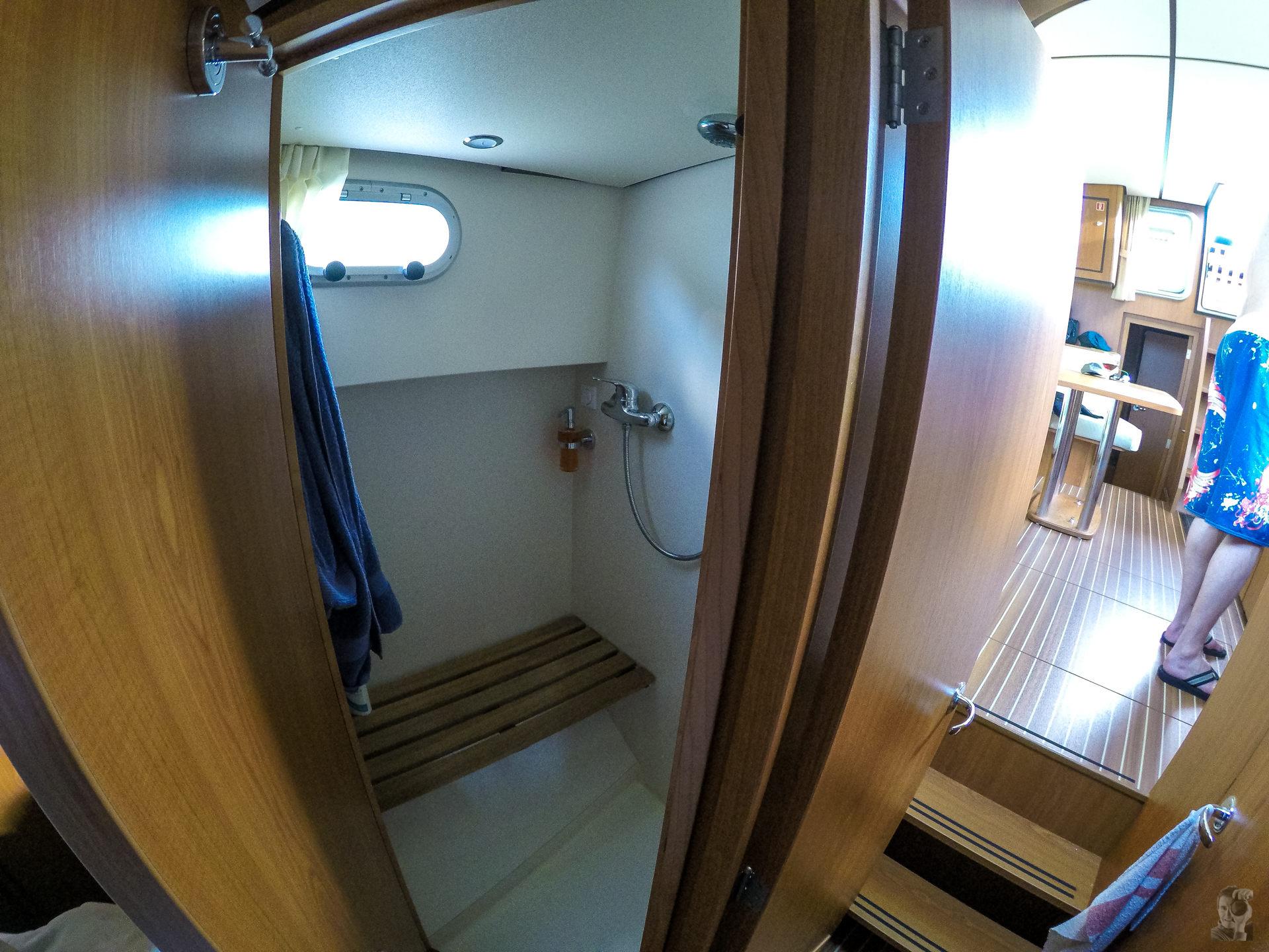 Hausbootferien 2015, Briare-LINSSEN Grand Sturdy 34.9, Bug Dusche