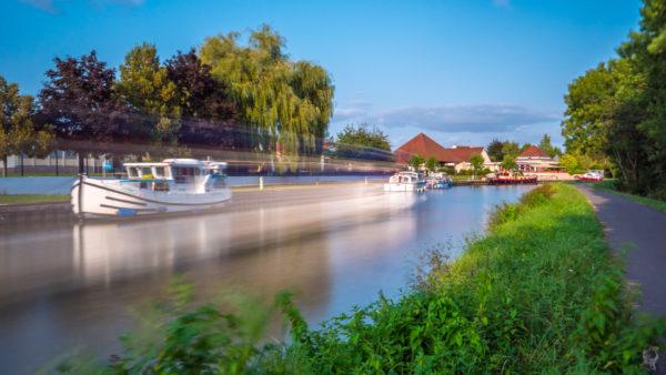 """Hausbootferien 2017, St-Léger-sur-Dheune - Louhans-Die """"Santenay"""" im Hafen von """"Fragnes"""""""
