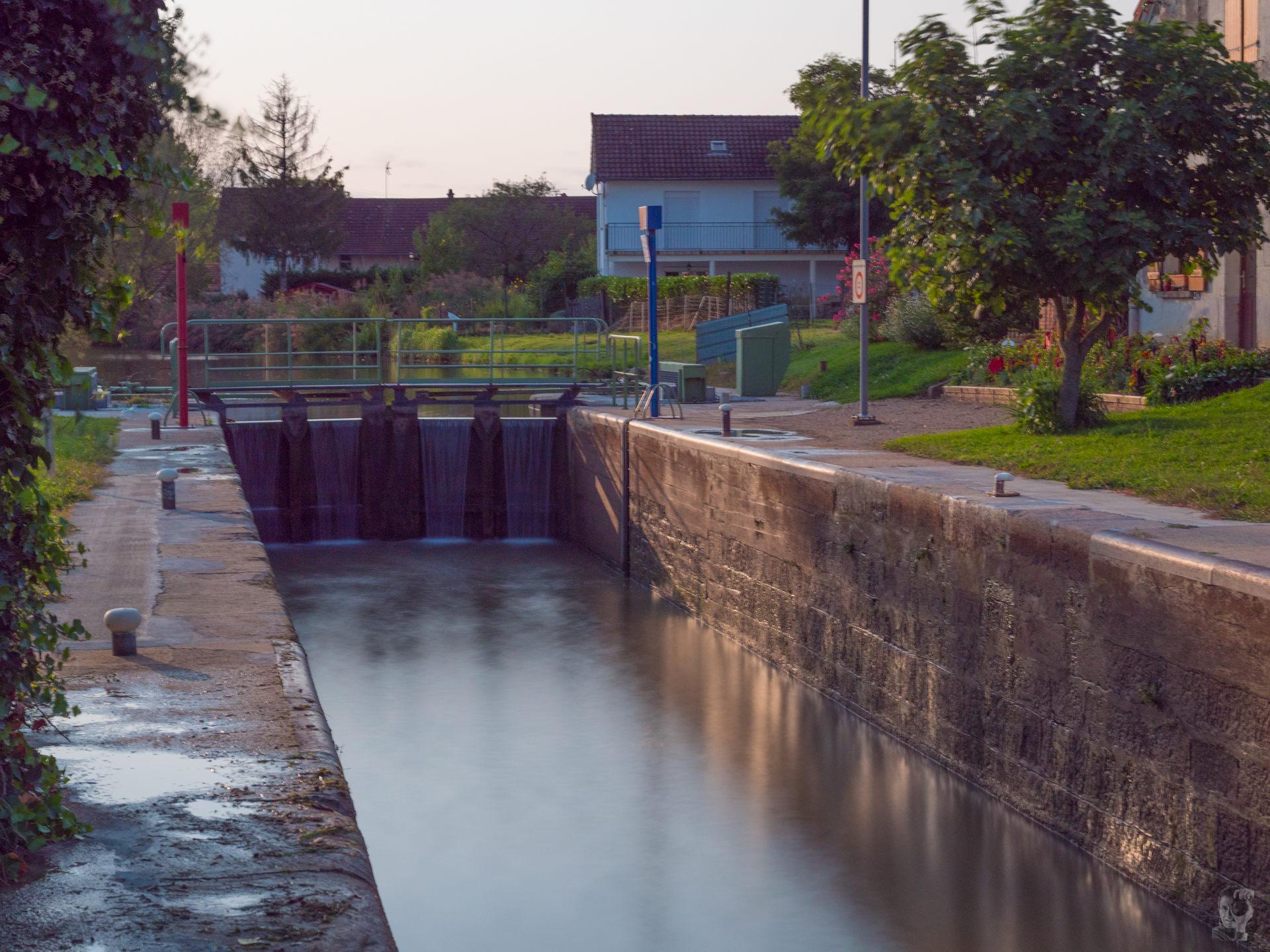 """Hausbootferien 2017, St-Léger-sur-Dheune - Louhans-Schleuse vor """"Fragnes"""" auf dem """"Canal du Centre"""""""