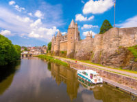 Hausbooturlaub 2018-Glénac/Bretagne-vor Schloss Josselin