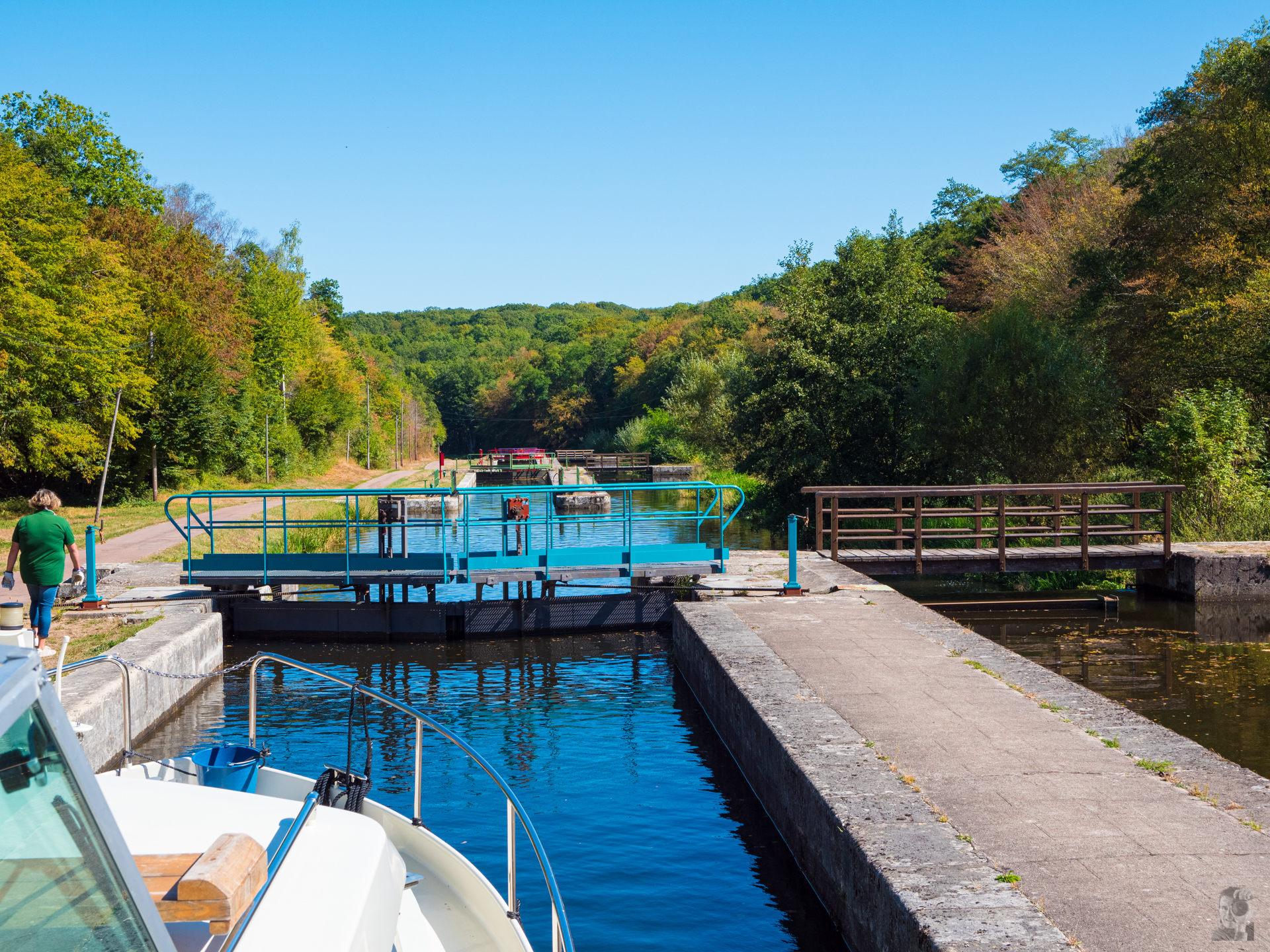 Hausbooturlaub 2019 Corbigny-Schleusentreppe von Sardy, Canal du Nivernais